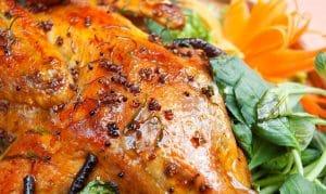 Món đặc sản của Mộc Châu còn là gà nướng mắc khén.
